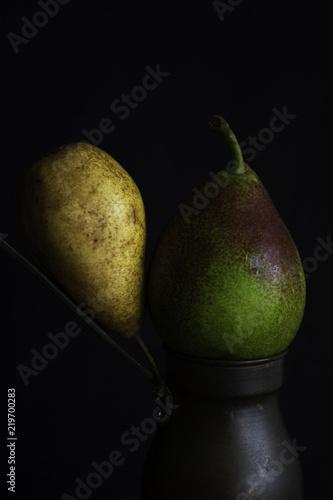 Foto op Aluminium Eten Pears, sisters.