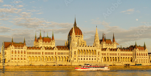 Spoed Foto op Canvas Boedapest Budapest parliament at sunset