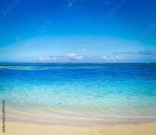 Spoed Foto op Canvas Blauwe jeans Sandy tropical beach. Beautiful landscape.
