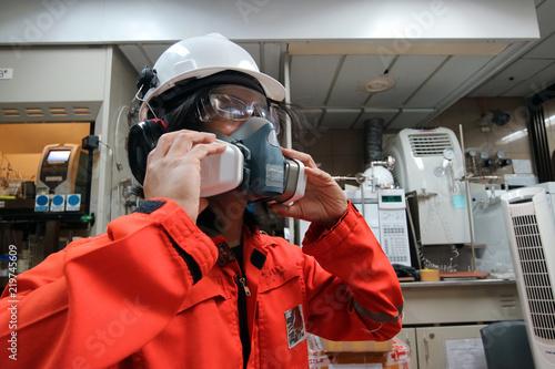 Multi-purpose respirator half mask for toxic gas protection Fotobehang