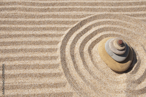 Tuinposter Stenen in het Zand sea stones and patterns on the sand