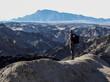 homme et vallée de la lune - Namibie
