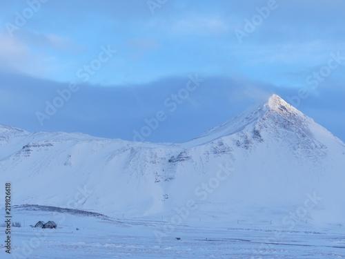 Fotografie, Obraz  Montagnes enneigées en Islande