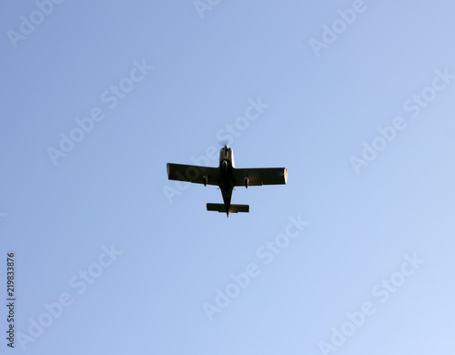 Photo Kind of sports aircraft single screw with massive wings in air