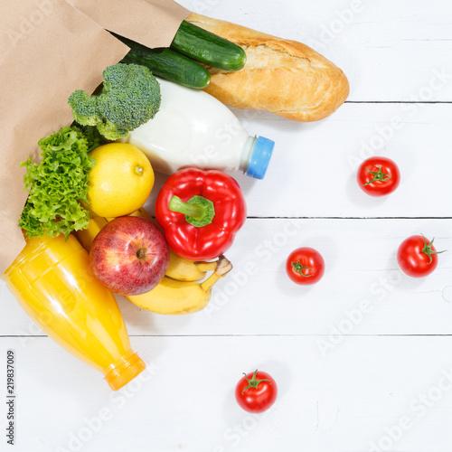 Fotografie, Obraz  Lebensmittel Einkauf einkaufen Früchte Obst und Gemüse Quadrat Papiertüte Holzbr