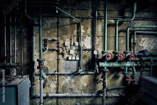 stara zagubiona opuszczona elektrownia przemysłowa