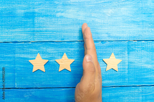 hand of the businessman separates the third star from the other four Slika na platnu