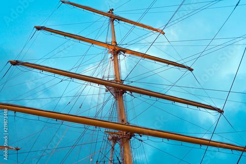 Keuken foto achterwand Schip The mast of a sailing ship, bottom view