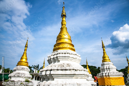Spoed Foto op Canvas Bedehuis Chedi Sao Lang temple in Lampang province