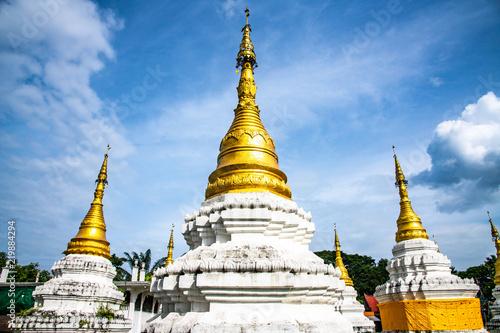 Foto op Plexiglas Bedehuis Chedi Sao Lang temple in Lampang province
