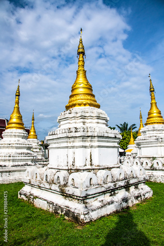 Spoed Foto op Canvas Bedehuis Chedi Sao Lang temple in Lampang province