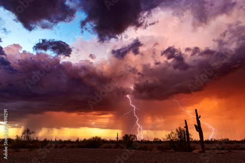 Foto  Dramatic sunset sky with storm clouds and lightning.