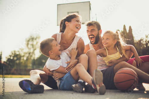 Photographie Family after basketball have fun together.