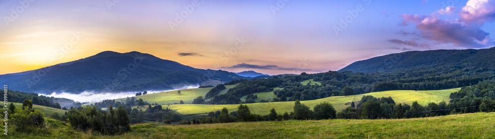 Fototapeta Bieszczady, Połonina Caryńska przed wschodem słońca - obraz na płótnie