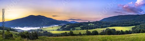 Fototapeta Bieszczady, Połonina Caryńska przed wschodem słońca obraz