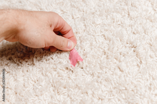 Close-up of clean chewing gum with pile carpet Fototapet