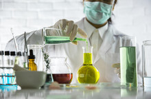 Beauty Background, Scientist Is Sampling A Chemical Extract From Organic Natural, Research And Develop Background, Scientific Concept Is Sample Project About Herbal Medicine For Health & Beauty Care.