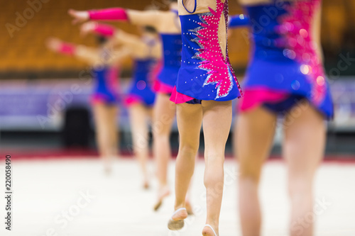 Photo sur Aluminium Gymnastique Rhythmic gymnastics competition - blurred