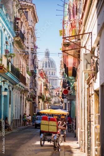 Foto op Plexiglas Havana Havana, Cuba, El Capitolio seen from a narrow street