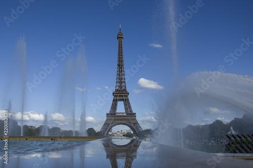 Deurstickers Eiffeltoren Eiffel Tower with fountains, Paris, France, 08.08.2018