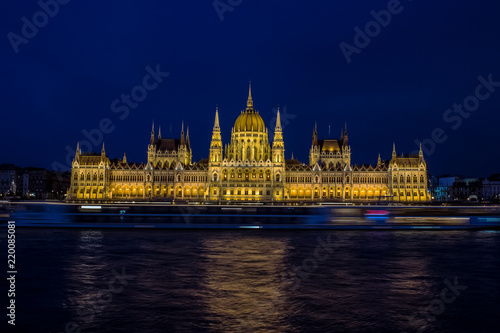 Spoed Foto op Canvas Boedapest long exposure photography beautiful concept of Budapest parliament buildings architecture symmetry facade on riverfront shore with fuzzy illuminated cruise ship