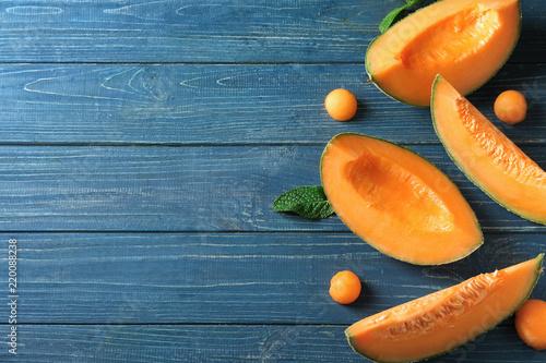Obraz na plátně  Tasty cut melon on wooden table
