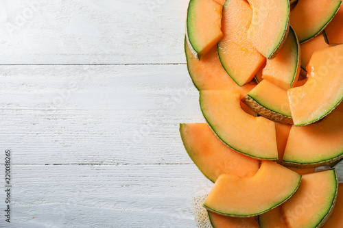 Stampa su Tela Pieces of tasty ripe melon on wooden table