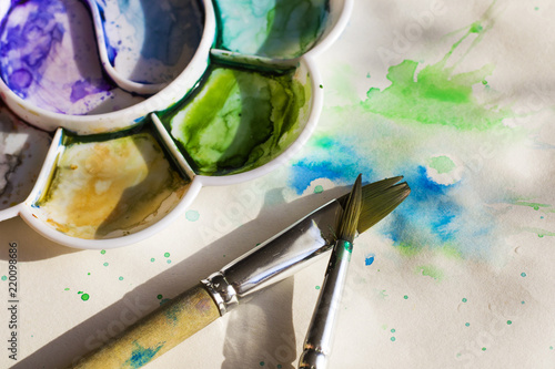 Photo watercolor colorful colors set and paintbrushes