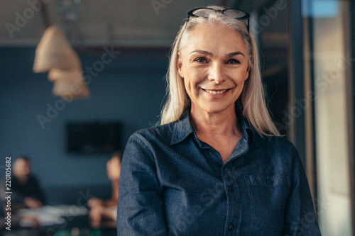 Fototapeta Senior business woman in office obraz