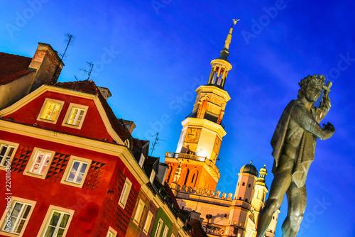 Obraz Architektura Starego Rynku w Poznaniu - fototapety do salonu