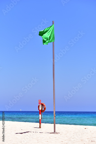 Tuinposter Canarische Eilanden Green flag at th Corralejo Beach in Fuerteventura Island, Canary Islands, Spain