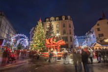Fontaine Rue Du Sauvage à Mulhouse Décorée Pour Noël