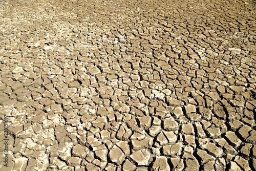 Foto  Ausgetrockneter Boden