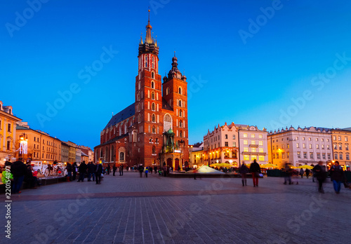 Poster Cracovie Market square with st Mary cathedral church in Krakow at night, Poland, retro toned