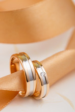 Two-tone Wedding Rings With Ribbon