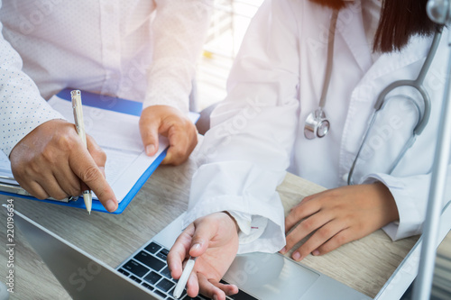 Stampa su Tela Healthcare medical concept, Expert Team of Doctors working information for examining Medicals Exams about Patient database through laptop computer, tablet and have Stethoscope on hospital office