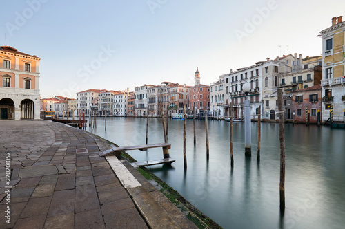 Deurstickers Centraal Europa Grand Canal in Venice and docks, nobody in the early morning in Italy