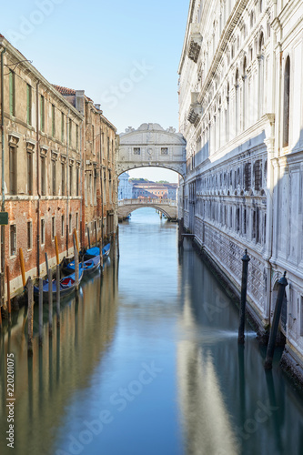 Deurstickers Centraal Europa Bridge of Sighs, morning in Venice, wide angle view of the canal, Italy