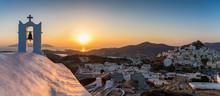 Panoramablick Auf Die Chora Der Insel Ios Auf Den Kykladen In Griechenland Während Sonnenuntergang