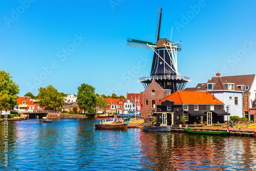 In de dag Schip Old Town of Haarlem, Netherlands