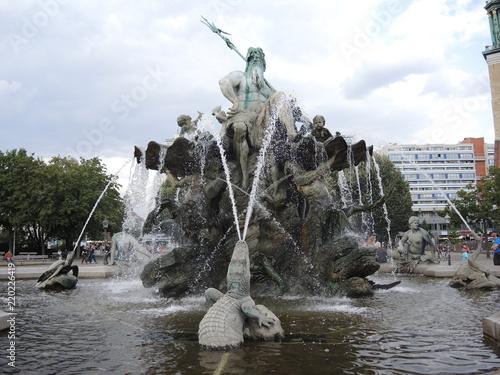 Fotografie, Obraz  Berlin - Neptunbrunnen am Alex