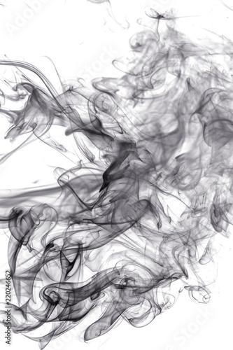 czarny-dym-na-bialym-tle