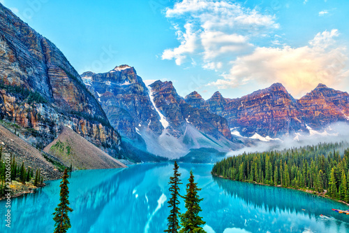 Obraz na plátně  Sunrise Over the Valley of Ten Peaks at Moraine Lake in the Canadian Rockies
