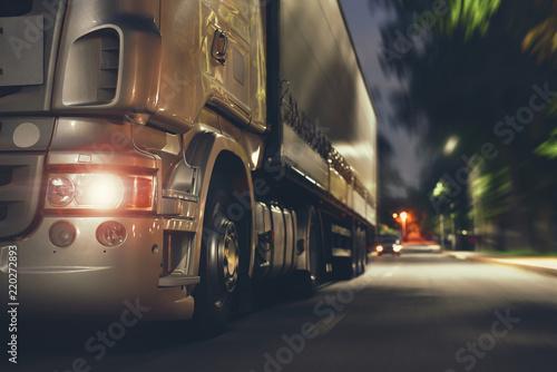Stickers pour porte Autoroute nuit truck speeding by night road