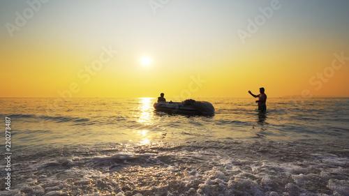Foto op Plexiglas Water Motor sporten Refugees silhouettes against sea sunset