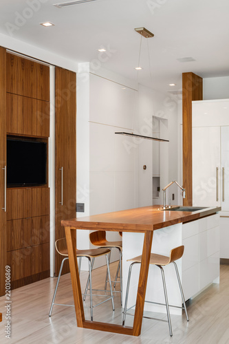 Swell Modern White And Wood Open Plan Kitchen With Breakfast Bar Alphanode Cool Chair Designs And Ideas Alphanodeonline
