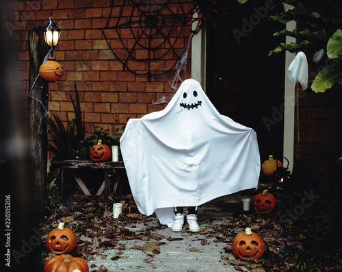 Ghost costume for Halloween party Canvas-taulu