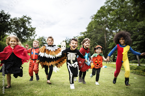 Little kids at a Halloween party Fototapet
