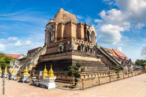 In de dag Bedehuis Wat Chedi Luang temple in Chiang Mai