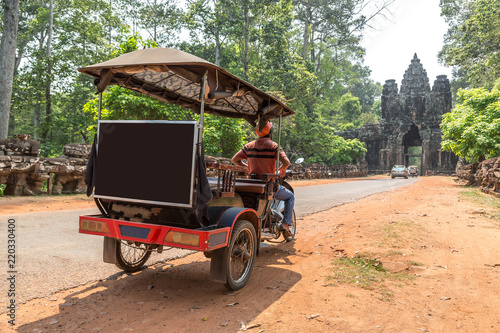 Spoed Foto op Canvas Asia land Tuk Tuk in Angkor, Cambodia